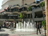 Kodak Mall in Hollywood Time lapse fountain and people shopping Stock Footage