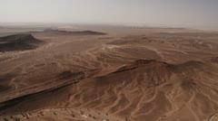 Helikopteri antenni ampui autiomaassa Pohjois-Afrikassa Arkistovideo