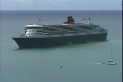St. Thomas, The Virgin Islands, The Queen Mary 2, ocean liner on anchor Stock Footage