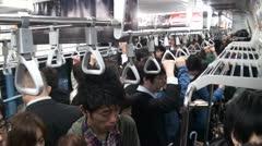 Sisällä junassa aikana Tokiossa ruuhka Arkistovideo