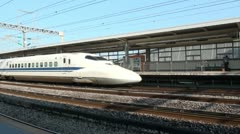 Shinkansen train arrives at station platform in Odawara, Japan Stock Footage