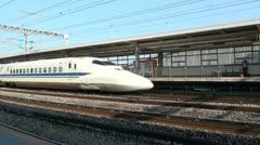 Shinkansen train arrives at station platform in Odawara, Japan Stock Footage