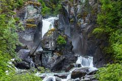 Vesiputouksen Alaska Kuvituskuvat