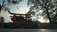 Fast motion video of tour group visiting Fushimi Inari temple complex in Kyoto Stock Footage