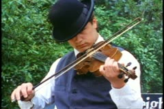 Historical Park, fiddle player in bowler hat, close up, old west Stock Footage