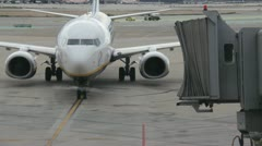 Plane approaches jetway Stock Footage