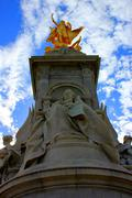 Golden Statue in front of Buckingham Palace Stock Photos