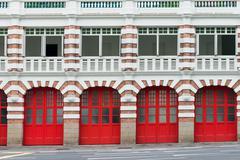Vanha paloasema punaiset portit Kuvituskuvat