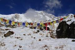 Nepal Himalaya: annapurna peak with prayer flags Stock Photos