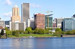 Portland Oregon keskustan siluettia. Kuvituskuvat