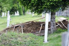 Islamilainen tuore hauta hautausmaalla Kuvituskuvat
