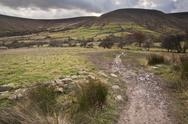 Footpath from kinder scout to kinder low in peak district national park Stock Photos