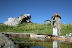 Suihkulähde juomavettä Kuvituskuvat