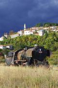 Vanha juna ja keskiaikainen kylä Kuvituskuvat