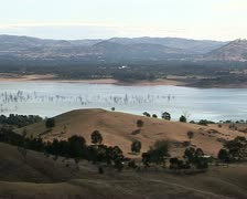 Lake Hume Australia, Hume weir, dam, pan to wall Stock Footage