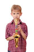 Poika soittaa musiikkia saksofoni muotokuva Kuvituskuvat
