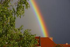 Talo nature poto rainbow sateinen sää katto taivas Kuvituskuvat