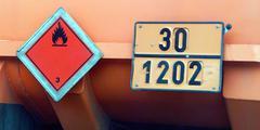 Auton vaara pakettiauton talouden tavaraliikenne Kuvituskuvat