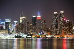 New york city manhattan midtown skyline at night Stock Photos