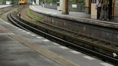 Berlin Subway, ubahn arriving at the Görlitzer station Stock Footage