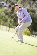 Nainen pelaa golfia Kuvituskuvat