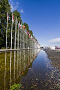 Pitkä avenue lippuja eri maailman maissa Kuvituskuvat