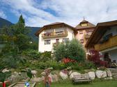 Chalet di montagna  mountain chalet Stock Photos