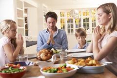 Perhe Sanomalla Rukous ennen ruokailua Roast Dinner Kuvituskuvat