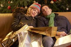 Väsynyt Pari jälkeen palaaville jouluostoksille Trip Kuvituskuvat
