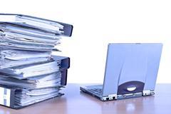 Toimistotekniikan arkisto järjestää asiakirja sähköposti Kuvituskuvat