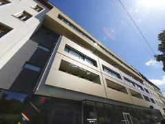 Talo moderni edessä Itävalta vaaka-muodossa Kuvituskuvat