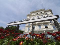 Kahvi kokouksessa Wienissä kahvila Landtmann Itävalta Kuvituskuvat