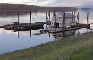 Floating house on the columbia river. Stock Photos