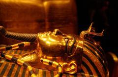 Kultainen sarkofagi faraon Tutanchamun hänen hauta Kuvituskuvat