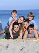 Suurperheen lapset lomalla tai loma Kuvituskuvat