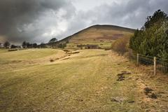 View of kinder scout from edale footpath in peak district national park Stock Photos