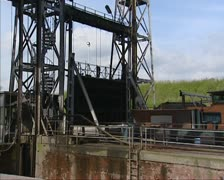 Lock closes at boat lift no. 1 Houdeng-Goegnies in Canal du Centre Stock Footage