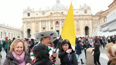 Pilgrims in st Peter's square during first Angelus of Pope Francis Stock Footage