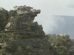 Blue Mountains: Cloud over rocks at Cahills Lookout, rock formation + pan Stock Footage