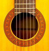 Lähikuva äänireiän klassinen kitara Kuvituskuvat