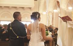 Hispanic bride and groom in wedding ceremony Stock Photos