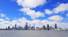 Chicago kaupunki kaupunkien horisonttiin Kuvituskuvat