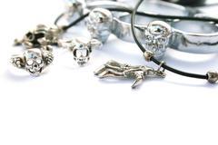 Skeleton hand,skull rings,kastet Stock Photos