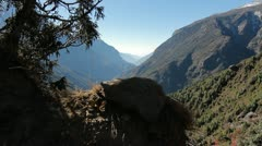 Reveal of valley in Himalayas along basecamp trek Stock Footage