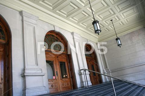Stock photo of Georgia State Capitol Front Entrance