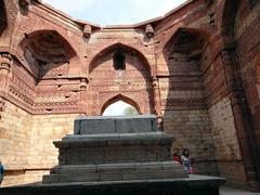 Quwwat-ul-Islam mosque 2 - stock photo