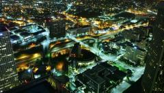 4K Night Kaupunkikuva Timelapse 45 Los Angeles Freeway Traffic Tilt Down Arkistovideo