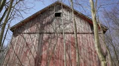 Abandoned 1910 rural homestead - red barn, tilt from roof to foundation Stock Footage