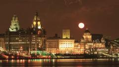Moon rising over liver buildings, liverpool skyline Stock Footage