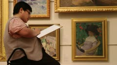 Art students visit famous art gallery (7) Stock Footage